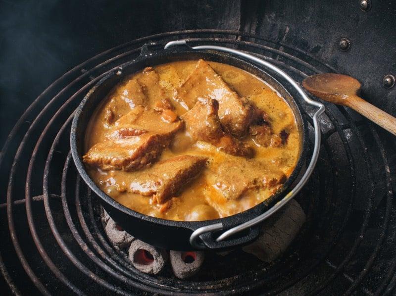 Dutchoven ft3 gefuellt mit Curry Ribs_2