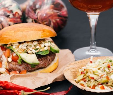 Hot Salsa Burger mit Chili Krautsalat